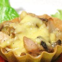 Тарталетки с курицей, грибами и сыром