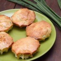Пирожки с луком и яйцом»>